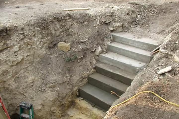 Все думали, что он копает яму под бассейн. Когда соседи увидели, что вышло в итоге, то потеряли дар речи!