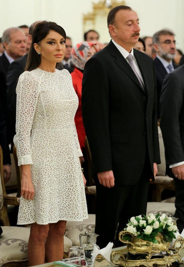 Anadolu_12112013_Gul - Aliyev order of state ceremony (3)
