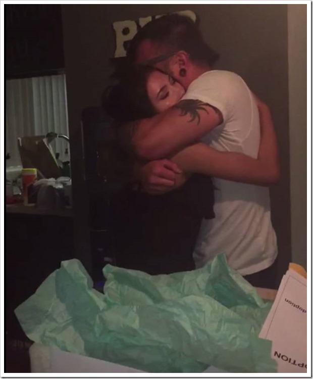 Отчим с любовью и заботой растил эту девочку. Спустя 16 лет он получает от нее подарок, который заставляет его рыдать на взрыд