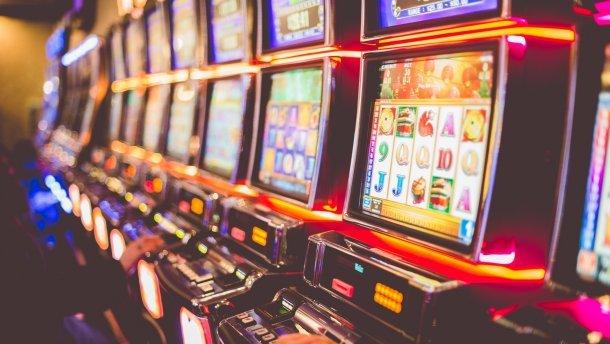 как играть на игровых автоматах в казино